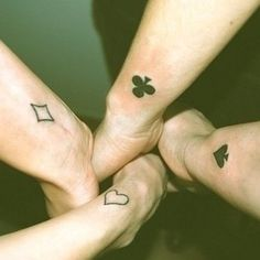 El tatuaje perfecto para un cuarteto: | 24 preciados tatuajes para mejores amigos