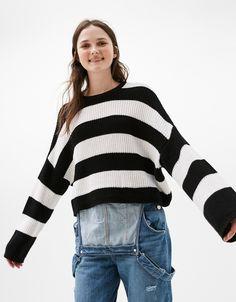 Jersey oversize cropped. Descubre ésta y muchas otras prendas en Bershka con nuevos productos cada semana
