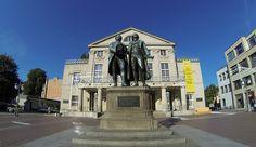 Das Goethe-und-Schiller-Denkmal auf dem Theaterplatz in Weimar, 2013