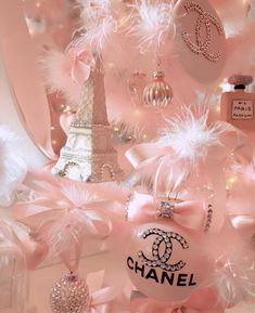 ♡Isn't this picture just amazing girly goals.There's lots of pink feathers just what anyone would want to be fancy.Chanel perfumes and an Eiffel tower ♡ Collage Mural, Bedroom Wall Collage, Photo Wall Collage, Picture Wall, Collage Ideas, Photo Rose, Pink Photo, Wallpaper Free, Pink Wallpaper