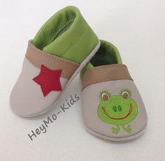 Krabbelschuhe, Lederpuschen Frosch :) von HeyMo Kids auf DaWanda.com