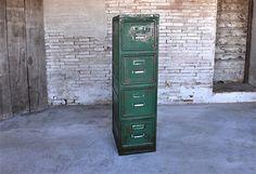 Interior design recupero antica cassettiera portadocumenti in ferro. dimensione 65 cm x 40 cm x 150 cm SESTINI E CORTI