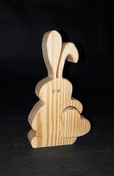 Osterhase mit Herz aus Lärchenholz
