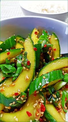Pittige Koreaanse komkommersalade (Oi-Muchim) - Powered by Healthy Recepies, Easy Healthy Recipes, Raw Food Recipes, Veggie Recipes, Asian Recipes, Healthy Snacks, Easy Meals, Cooking Recipes, Dutch Recipes