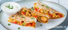 Deze dubbel gevouwen wraps met kip en paprika zijn heerlijk als makkelijke maaltijd of lunch