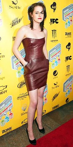 Kristen Stewart in a burgundy leather Jasmine Di Milo mini (shop your perfect leather garments at www.bluegold.nl)