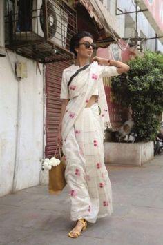 Global sensation Facehunter captures the sari in 13 stunning photos Formal Saree, Casual Saree, Saris, Indian Dresses, Indian Outfits, Estilo India, Indische Sarees, Simple Sarees, Saree Trends