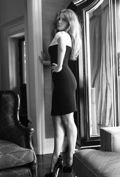 Amy Adams curvy in a black and white portrait