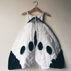 For just ONE day — cabbage white Butterfly wing or fairy costume Butterfly Wings Costume, Fancy Dress, Dress Up, Halloween Karneval, Cosplay, White Butterfly, Costume Dress, How To Wear, Clothes