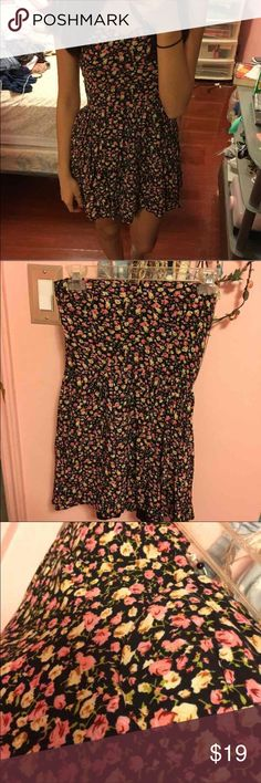 F21 floral strapless dress 3rd pic: front bralette view. 4th: back details of the scrunched up part. Pic doesn't do it justice Worn once. Cheaper on Ⓜ️ Forever 21 Dresses