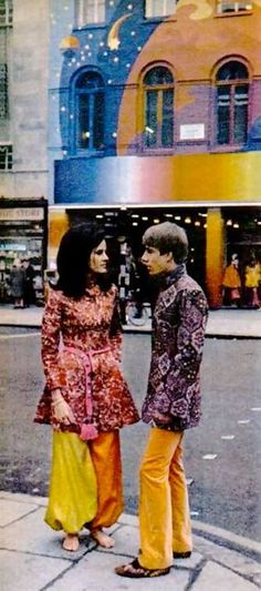 Fashion from Apple Boutique, Baker Street. Photograph by Terence Spencer, February 1968 Fashion Art, New Fashion, Trendy Fashion, Fashion Beauty, Fashion Black, Gothic Fashion, Retro Fashion 60s, Vintage Fashion, Vintage Style
