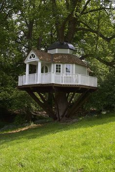 Now this is a treehouse!:)