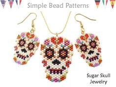 This Sugar Skull bead pattern will show you how to make a Day of the Dead Sugar Skull earrings, necklace and brooch pin using peyote stitch design Halloween Schmuck, Halloween Beads, Halloween Jewelry, Halloween Halloween, Vintage Halloween, Halloween Makeup, Halloween Costumes, Sugar Skull Jewelry, Sugar Skull Earrings