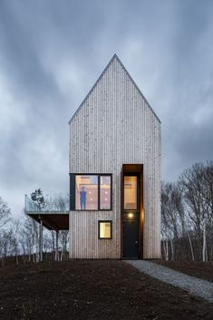 Tower cabin in Canada front entry and facade
