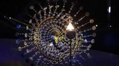 Image copyright                  AP Image caption                                      La escultura que enmarca el pebetero simboliza al sol                                ¡Río 2016 ya está en marcha! La ceremonia inaugural de los primeros Juegos Olímpicos en América del Sur mostró este viernes toda la música, la alegría y el colorido que caracteriza a la nación anfitriona, Brasil. Unos 11.400 atletas de 205 países participarán en
