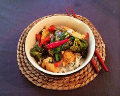 I dag stod der thai på menuen - nemlig kyllingebryst og forskellige grøntsager i kokosmælk krydret med rød karry. Nemt, sundt og lækkert. Jeg brugte de grøntsager, som jeg lige havde i grøntsagsskuffen i dag. Næste gang er det sikkert nogle andre og du skal også bare bruge de grøntsager, s....