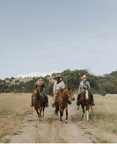 cowboys and cowgirls Cowgirl style is certainly on trend. Check out all the amazing wild rags and scarves at Cowgirl Style, Foto Cowgirl, Cowgirl And Horse, Horse Girl, Horse Riding, Cowgirl Tuff, Western Style, Western Riding, Country Girls