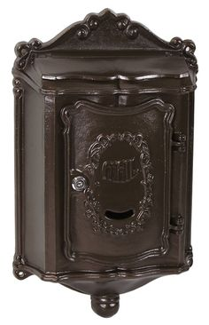 Colonial Locking Wall Mount Mailboxes come in a charming design that's high on function; no rust residential mailboxes that last from season to season. New Mailbox, Wall Mount Mailbox, Mounted Mailbox, Colonial Front Door, Residential Mailboxes, Vintage Mailbox, Casting Aluminum, Front Door Handles, Home
