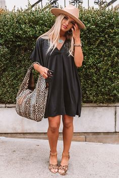 Summer Series Shift Dress in Black All Black Outfit Casual, Casual Brunch Outfit, Black Booties Outfit, Black Summer Outfits, Casual Chic Outfits, Summer Dress Outfits, Miami Outfits, Summer Date Night Outfit, Daytime Date Outfit