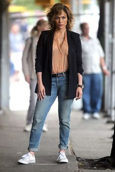 Celebs On Set: Actors pictured on the job. #jenniferlopez #JLo #celebs #celebritystyle #jeans #casual #shoes