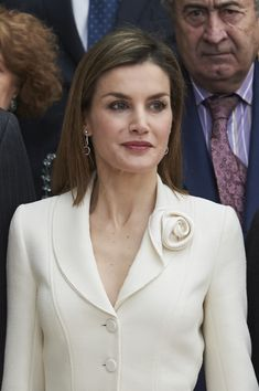 Queen Letizia of Spain Photos - Queen Letizia of Spain visits the El Prado Museum on 2016 in Madrid, Spain. - Spanish Royals Visit The Prado Museum Dress Neck Designs, Blouse Designs, Iranian Women Fashion, Womens Fashion, Museum Outfit, Looks Kate Middleton, Hijab Fashion, Fashion Dresses, Robes Glamour