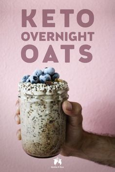 A new spin on traditional overnight oats, this Keto overnight oats recipe is so full of healthy fats, fiber, and flavor. Pretty high in carbs- 13 net carbs. Vegetarian Keto, Vegan Keto, Paleo, Raw Vegan, Keto Oatmeal, Carbs In Oatmeal, Smoothies, Comida Keto, Oats Recipes