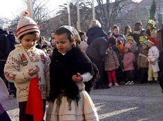 Mais de 300 crianças da Escola do Século cantam as Janeiras na Praça do Almada