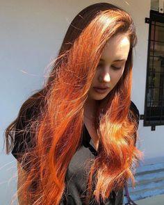 Hannah Baker Thirteen Reasons Why, Hannah Baker Aesthetic, Beautiful Celebrities, Beautiful People, Fall Fashion Staples, Cute Beauty, Famous Women, Fall Hair, Redheads
