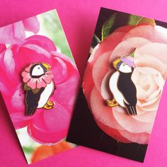 BFF Puffins decked out in flowers! What could be better than that!? We love Natelledrawsstuff and these pins are the absolute cutest! Available separately but how could you split them up? Discount for the setLimited edition of 250, hard enamel with a copper metal finishRubber clutch back.