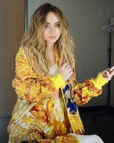 2019 Sabrina Carpenter website on Weibo (China). Caption: yellow is the color of sunshine and I'm feeling great <Weibo> Sabrina Carpenter Outfits, Divas, Looks Pinterest, Girl Meets World, Cute Girl Face, Hollywood, Just Girl Things, Celebs, Celebrities