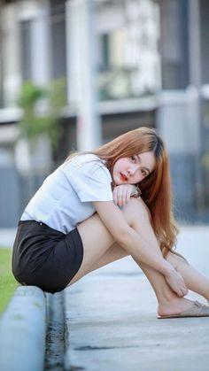 Cute Girls, Cool Girl, Pretty Redhead, University Girl, Girls In Mini Skirts, Poker Online, Cute Beauty, How To Pose, Beautiful Asian Girls