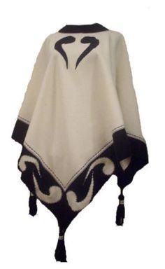 Дамско пончо в черно и бяло