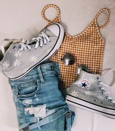 Chic outfit idea to copy ♥ For more inspiration join our group Amazing Things ♥ You might also like these related products: - Pants ->. Converse Outfits, Cute Converse, Converse Shoes, Summer Fashion Outfits, Summer Outfits Women, Summer Clothes For Teens, Teen Girl Clothes, Fall Clothes, Fashion Fashion