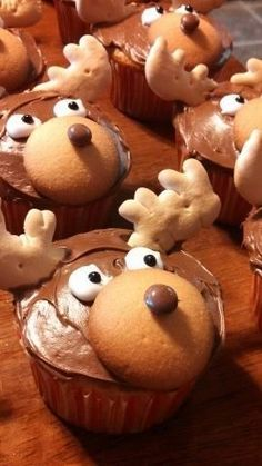 Merry Chris-Moose Red m&m for the nose and then it's Rudolph? Christmas Cupcakes, Christmas Desserts, Holiday Treats, Christmas Treats, Holiday Recipes, Reindeer Cupcakes, Lumberjack Birthday Party, Lumberjack Cupcakes, Moose Cake
