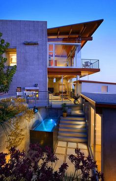 Temple Hills Residence is an imposing two-story contemporary home located in Laguna Beach, in California, USA. Envisioned by studio Schola Architecture modern-architecture