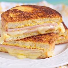 Grilled ham and cheese: nothing to scoff at. But a Croque Monsieur? Baked ham and cheese with velvety béchamel oozing out all over the place: mind-altering. Sandwich Jamon Y Queso, Cheese Sandwich Recipes, Monte Cristo Sandwich, Grilled Ham And Cheese, Weight Watchers Meals, Dinner Recipes, Easy Meals, Food And Drink, Yummy Food