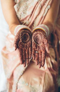 inthatinstantwewerealive: the darker the henna, the deeper the love between the couple Indian Wedding Ceremony, Wedding Henna, Bridal Mehndi, Arte Mehndi, Henna Mehndi, Henna Designs Easy, Mehandi Designs, Tattoo Henna, Mandala Tattoo