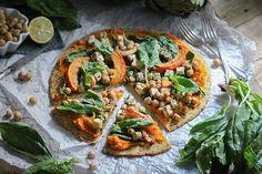 Vegane Kürbispizza mit Kichererbsenboden