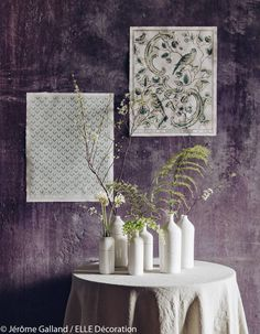Bouquet de fougères dans un décor épuré