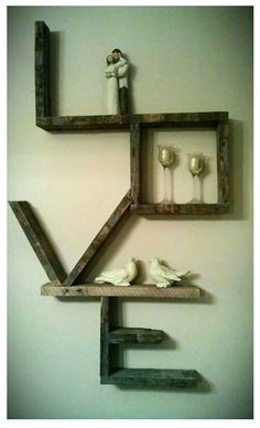 Love Shelf! Hm! I wonder if Jordan would like something like this... he could totally make it if he wanted to :)