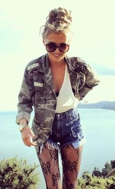 Personally love this outfit - army jacket, white tank top and ripped denim shorts! The tan is a bonus ♥ summer fun look Fashion Moda, Look Fashion, Autumn Fashion, Fashion Outfits, Fashion Trends, Fasion, Teen Fashion, Mode Style, Style Me