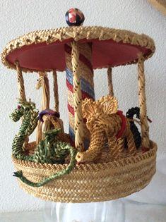 Draaimolen Corn Dolly, Wicker, Picnic, Weaving, Arts And Crafts, Basket, Crochet, Ideas, Fashion