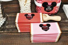 Minnie Mouse Party-idea to use wrapping paper Minnie Mouse Theme Party, Minnie Mouse Cookies, Red Minnie Mouse, Minnie Mouse 1st Birthday, Mickey Party, Baby Girl Birthday, Kids Birthday Themes, 3rd Birthday Parties, 2nd Birthday