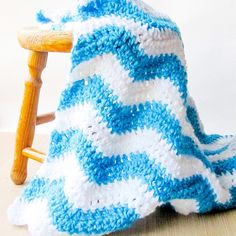 Crochet Ripple Blanket Pattern - This chunky ripple blanket works up really quickly and can easily be customized to accommodate other colors.