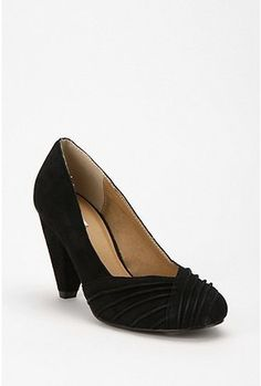 These are the cutest little pumps!