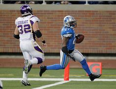 DETROIT, MI - DECEMBER 11:  Alphonso Smith #27 of the Detroit Lions scores a touchdown after a second quarter interception in front of Toby Gerhart #32 of the Minnesota Vikings at Ford Field on December 11, 2011 in Detroit, Michigan.  (Photo by Gregory Shamus/Getty Images)