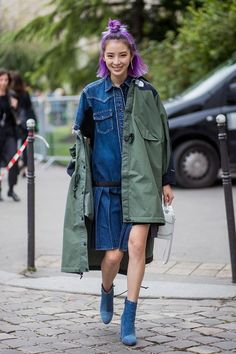 Irene Kim wearing North Face x Sacai coat seen outside Sacai during Paris Fashion Week Spring/Summer 2018 on October 2017 in Paris, France. Denim Fashion, 90s Fashion, Girl Fashion, Autumn Fashion, Womens Fashion, Fashion Editor, Ladies Fashion, Style Fashion, Fashion Tips