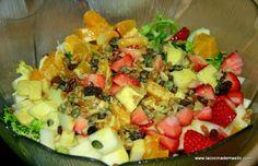 Ensalada de frutas con salsa de mostaza y naranja
