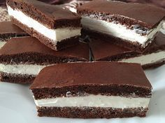 Fitness KINDER-Milchschnitte ohne Zucker und Mehl - Tap the pin if you love super heroes too! Baby Food Recipes, Sweet Recipes, Dessert Recipes, Healthy Cake, Healthy Desserts, Tips Fitness, Czech Recipes, Sin Gluten, A Table