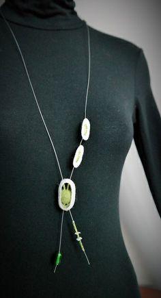 Colar em casulo de seda, lâ Merino e missangas - 12 euros http://ideiasdaflora.blogspot.pt/